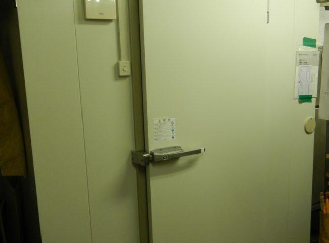 東京都港区赤坂の中国料理「赤坂・維新號」 プレハブ冷蔵庫0.5坪の入れ替え工事