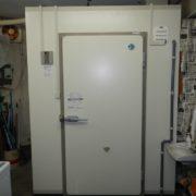 神奈川県横浜市磯子区の某乳製品配達業者 プレハブ冷蔵庫の入れ替え工事