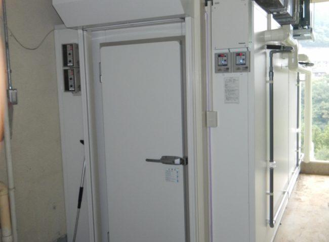 神奈川県相模原市の某警備協会|研修センター内のプレハブ冷凍・冷蔵庫の新設工事