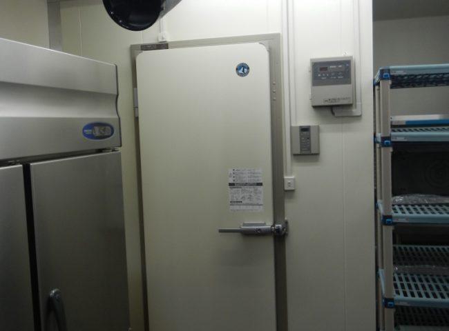 神奈川県横浜市綱島の某和食店 プレハブ冷凍庫の新設工事