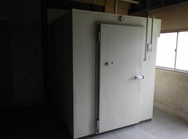 神奈川県逗子市の某スーパー内の八百屋|プレハブ冷蔵庫の再移設工事