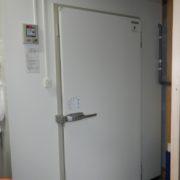 神奈川県三浦市の牛乳販売業 プレハブ冷蔵庫0.5坪の新設工事