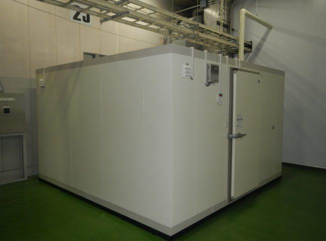 東京都東村山市の設備製造業「日機装株式会社」さま|プレハブ冷凍庫の新設工事