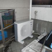 東京都立川市の某飲食店|屋上にプレハブ冷凍庫の新設工事