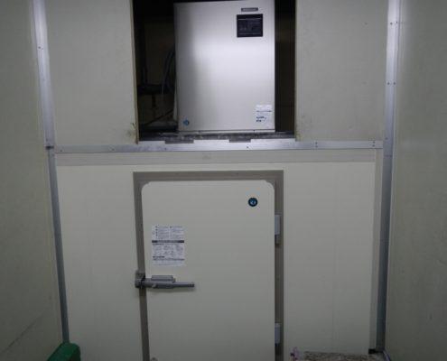 プレハブ型の製氷機の入れ替え工事