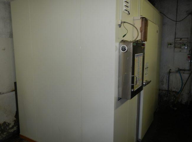 横浜市鶴見区の某仕出し弁当屋|プレハブ冷凍庫の移設工事