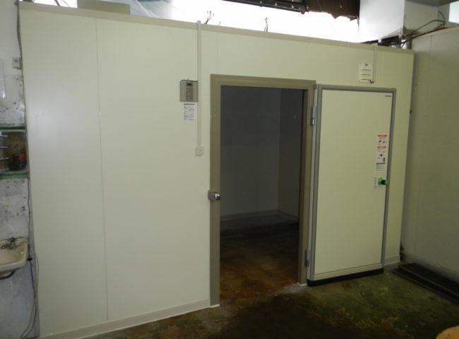 横浜市鶴見区の仕出し弁当やさん プレハブ冷蔵庫の入れ替え工事