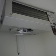 業務用プレハブ冷蔵庫の新設工事|神奈川県厚木市の某工場にて施工