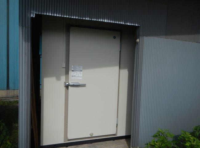 業務用プレハブ冷凍庫の入れ替え工事|神奈川県横須賀市走水の某水産加工会社