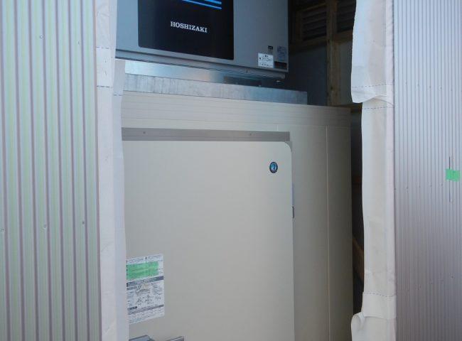 業務用のプレハブ型大型製氷機の新設工事 神奈川県藤沢市江の島・某水産関連会社にて施工