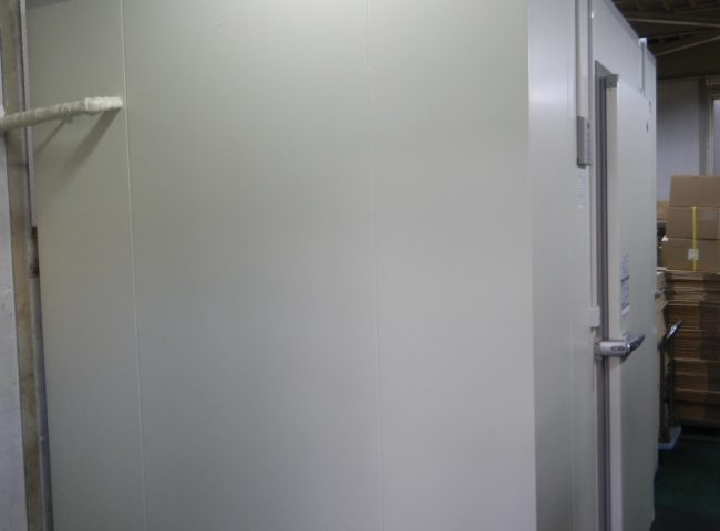 業務用プレハブ冷蔵庫の新設工事|神奈川県相模原市中央区・某海産物販売会社にて施工