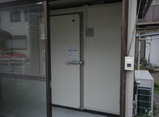 【ホシザキ製】業務用プレハブ冷蔵庫の組み立て|神奈川県三浦市葉山町の酒屋にて新設工事
