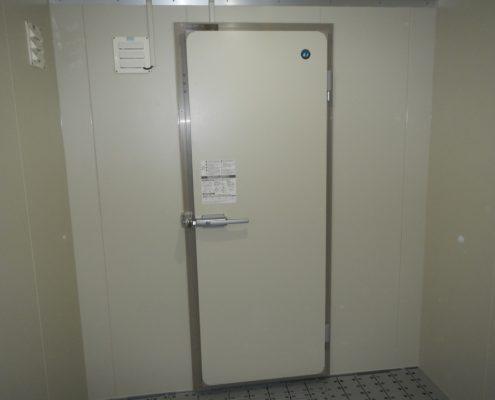 ファミリーレストランのプレハブ冷凍・冷蔵庫の入れ替え工事