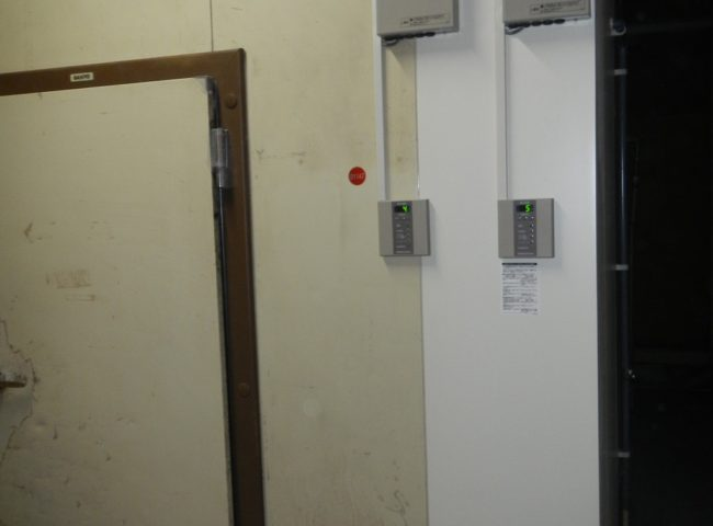 業務用プレハブ冷蔵庫の補修工事|横浜市のビール工場内飲食店にて施工