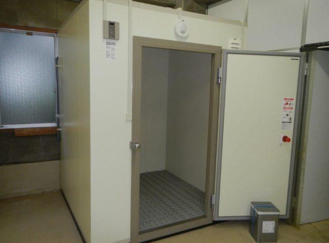 業務用プレハブ冷凍・冷蔵庫の新設工事 神奈川県大和市の飲食店にて施工