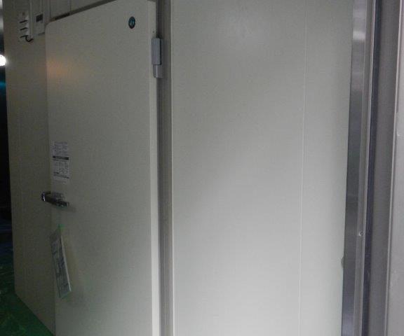 業務用プレハブ冷凍・冷蔵庫の移設工事|神奈川県厚木市の製麺屋にて組み立て工事