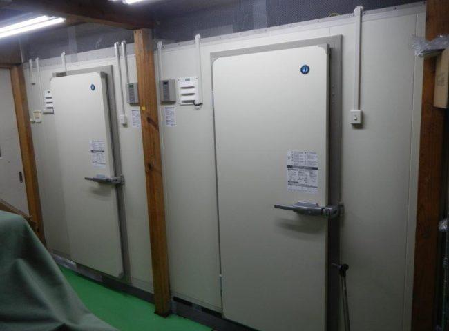 業務用プレハブ冷凍・冷蔵庫の組み立て工事 神奈川県小田原市の酒屋にて新設工事