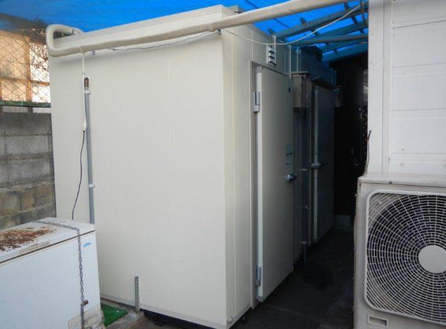 プレハブ冷凍・冷蔵庫の新設工事|神奈川県横浜市のそば屋にて組み立て工事