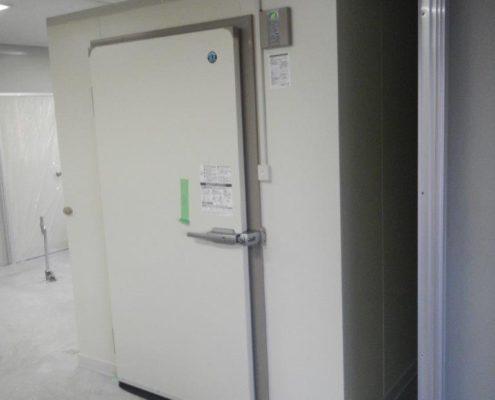 酒屋のプレハブ冷蔵庫新設工事
