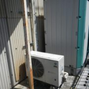プレハブ冷凍・冷蔵庫の新設工事|神奈川県座間市のうどん店にて組み立て工事