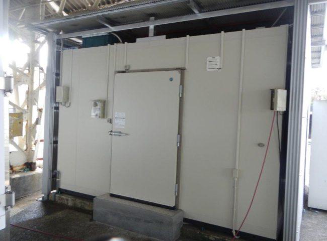 プレハブ冷蔵庫の入れ替え工事 神奈川県川崎市の農家にて組み立て工事