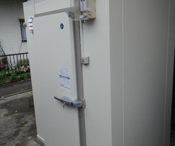 業務用プレハブ冷凍・冷蔵庫の新設工事 神奈川県相模原市緑区の製麺所にて組み立て工事