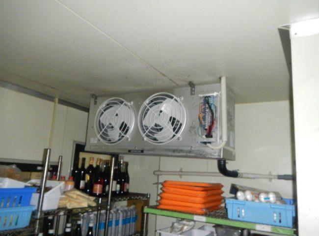 業務用プレハブ冷蔵・冷凍庫のサイクル交換工事 神奈川県海老名市のベトナム料理店にて施工