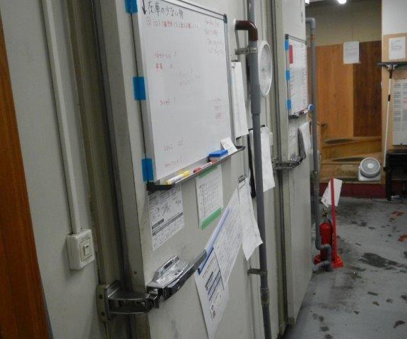 業務用プレハブ冷凍・冷蔵庫の移設工事|神奈川県横浜市青葉区のファミリーレストランにて組み立て工事