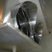 業務用プレハブ冷凍・冷蔵庫の新設工事 神奈川県小田原市の宿泊施設(ホテル)にて組み立て
